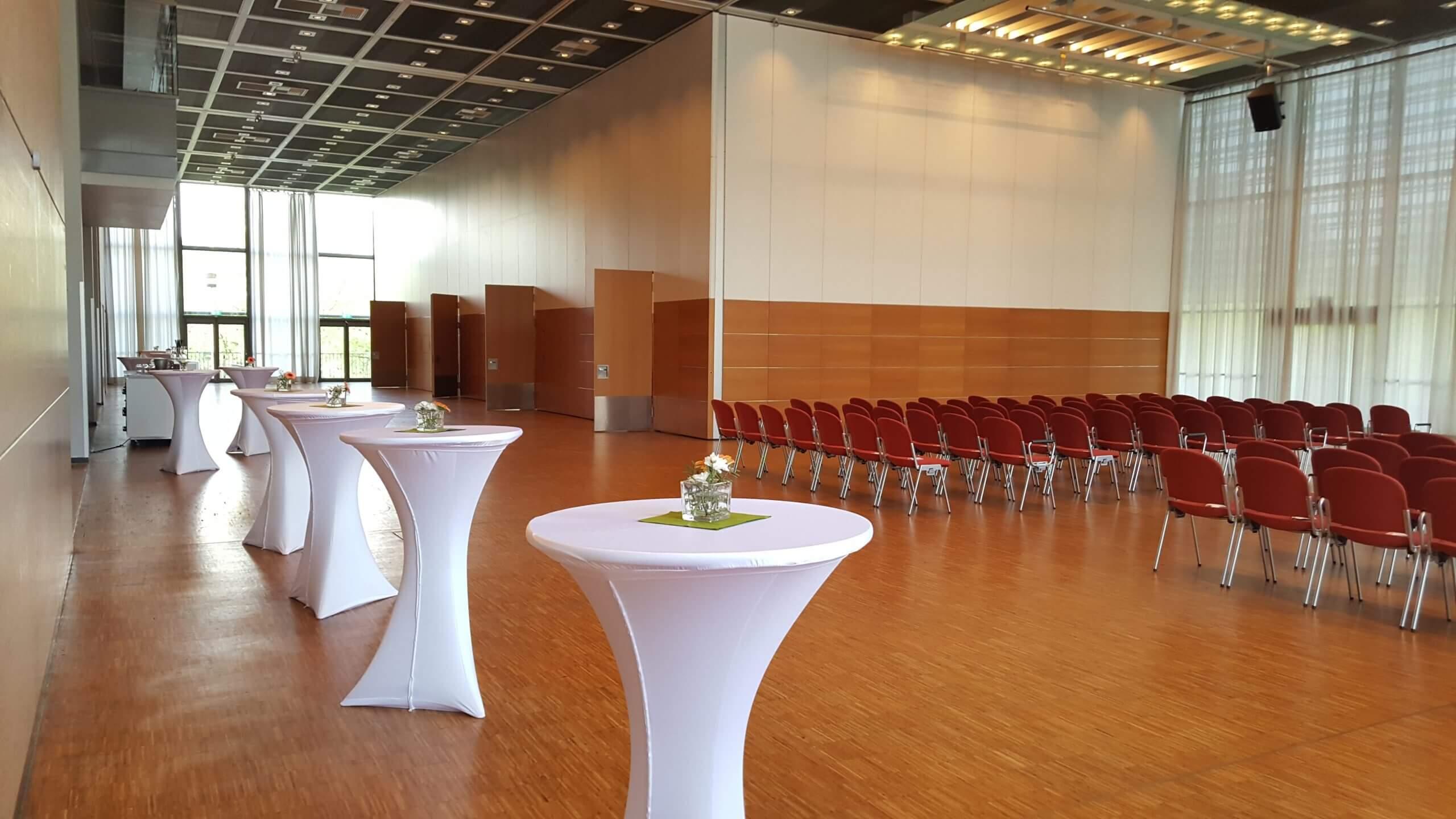 Saal West Variante Nord klein und Konferenzraeume vier bis sieben in der Congresshalle mit Reihenbestuhlung
