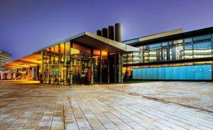 Haupteingang Congresshalle Saarbruecken Nachtaufnahme Fotograf Wolfgang Staudt