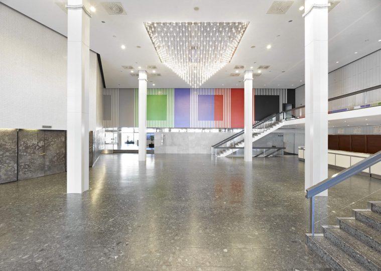 Grosses Foyer Ost in der Congresshalle unbestuhlt mit Blickrichtung zum Haupteingang