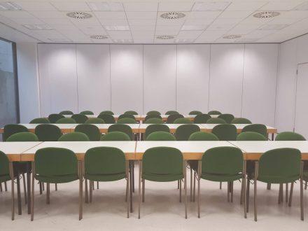 Saal 8 in der Saarlandhalle in Parlamentarischer Bestuhlung