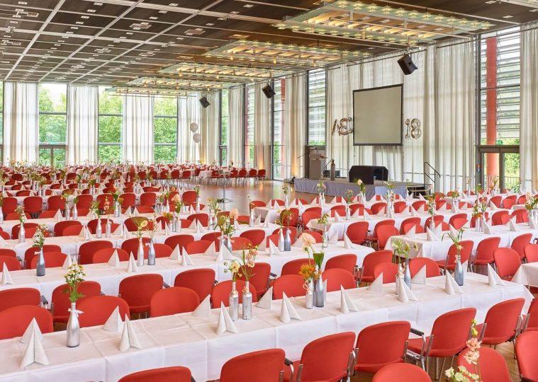 Congresshalle Saal West Bankettbestuhlung Abiball copyright Tom Gundelwein