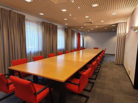 Saarlandhalle Saal 5 Blocktisch Blick zur Wand