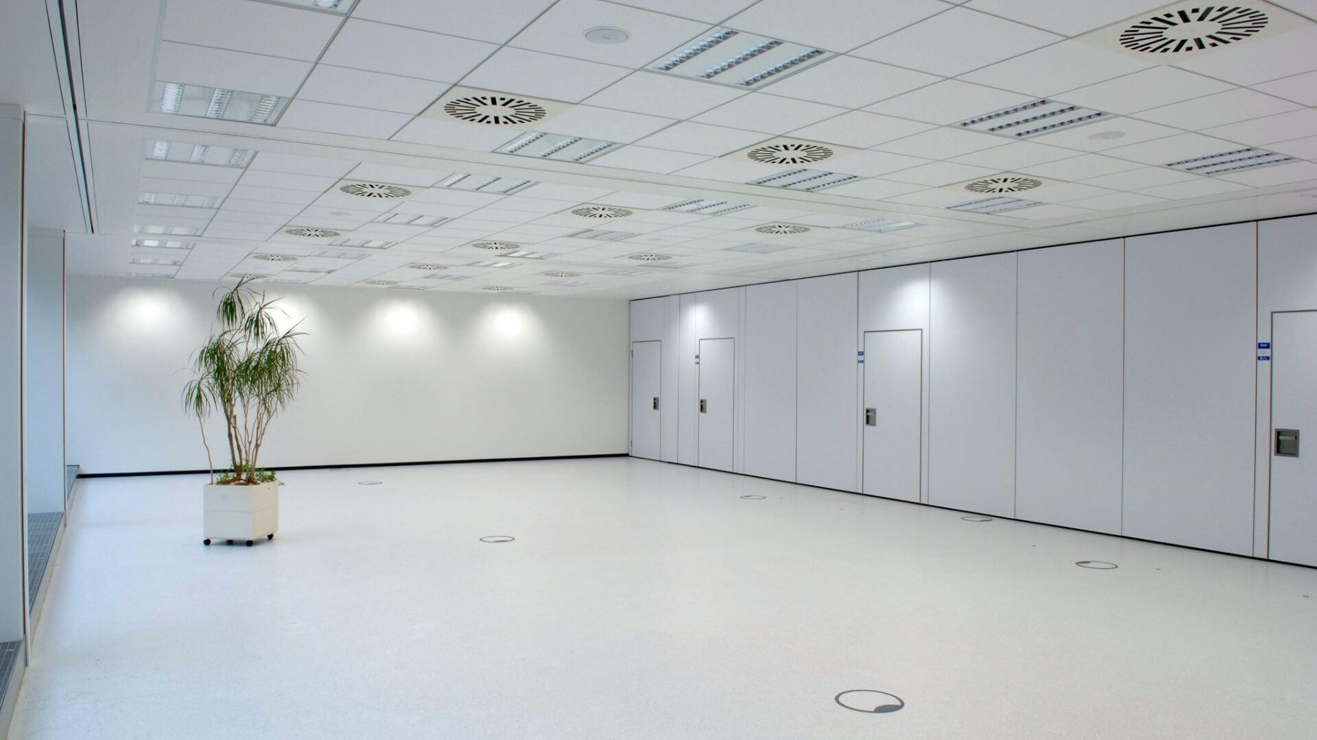 Saarlandhalle Saal 8 unbestuhlt Becker und Bredel