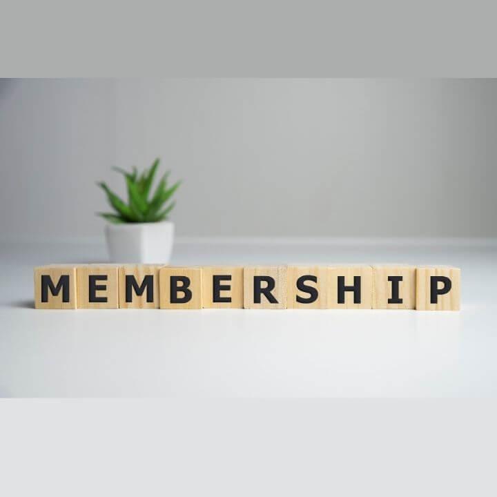 Stockfoto quadratisch Holzklötze mit Aufschrift Membership shutterstock copyright MinskDesign